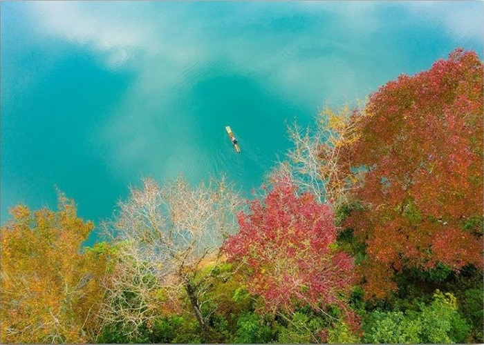 Ban Written Lake - a destination near the azalea forest in Cao Bang