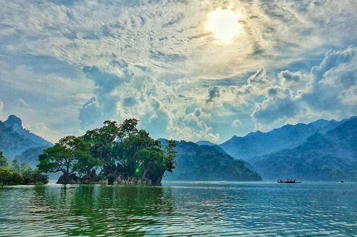 Khu du lịch Hồ Ba Bể - điểm du lịch sinh thái miền Bắc