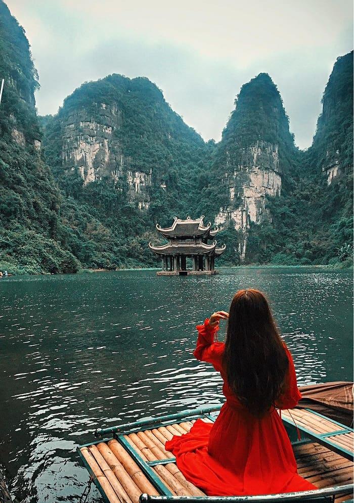 Khu du lịch Tràng An là một trong những điểm du lịch sinh thái miền Bắc nổi tiếng