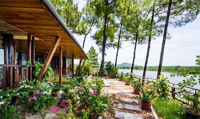 Check in khu du lịch Về Nguồn Huế  - View nhìn ra sông Hương