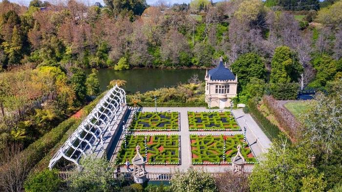 Vườn Tudor với 'ngôi nhà bánh pudding' khổng lồ - Tham quan vườn Hamilton
