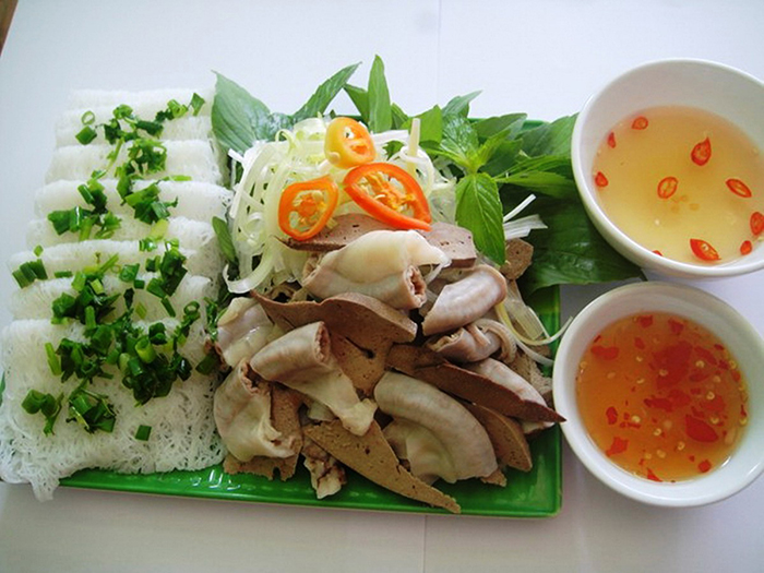 The cake asked for the pig's heart - a specialty not to be missed when coming to Phu Yen
