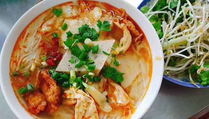 Nau fish cake noodle soup is especially sweet, crispy and crispy