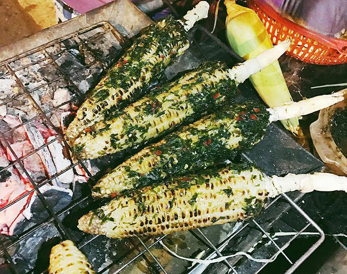 The taste of corn mingles with the characteristic aroma of the irresistible delicious seasoning sauce