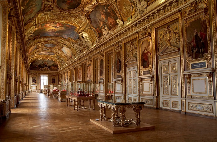 Admire the largest Louvre museum in France