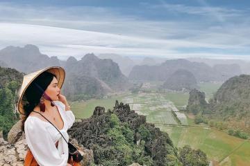 Đi du lịch Ninh Bình nhất định phải ghé thăm hang Múa đẹp tựa bức tranh thủy mặc