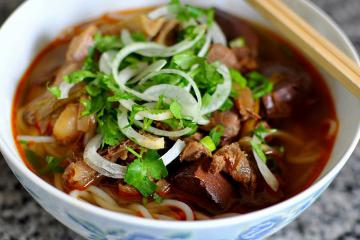 Ghé chợ Đông Ba, thử hết món ngon xứ Huế
