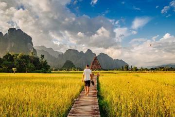Vang Viêng – thị trấn ngủ quên của Lào