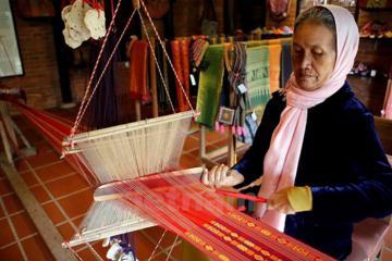 Ghé thăm làng dệt Mỹ Nghiệp hóa thân thành 'nàng Chăm' xứ Panduranga