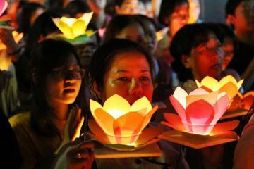 Check in ngay lễ hội hoa đăng lớn nhất Sài Gòn vào dịp mừng Lễ Phật Đản