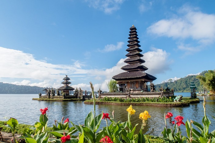 Tourist activities in Bali Jimbaran Bay