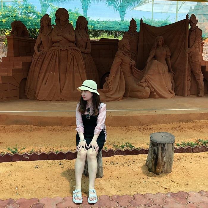 Lập team 'phá đảo' công viên tượng cát Forgotten Land ở Phan Thiết