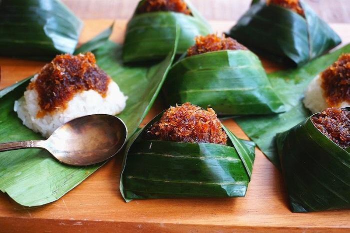 Bánh Pulut intu - những món bánh nổi tiếng của Malaysia