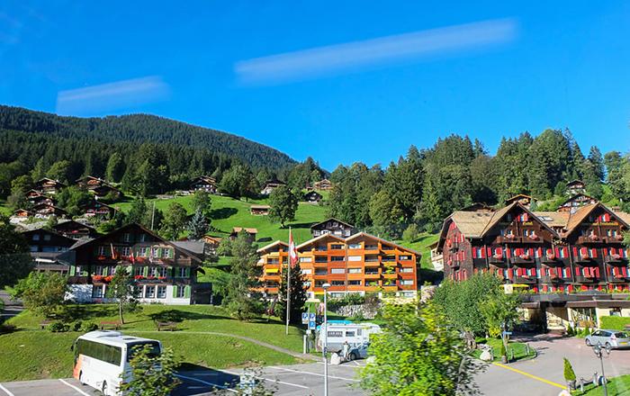 Lạc bước vào ngôi làng Grindelwald đẹp như tranh vẽ