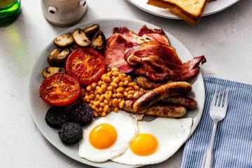 Thưởng thức bữa sáng kiểu Anh thịnh soạn đậm chất xứ sở sương mù
