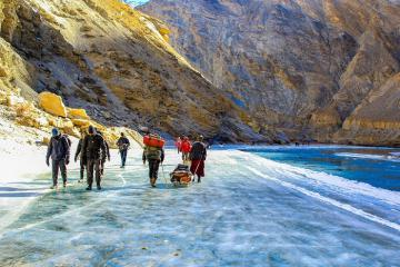 Cung đường trekking Chadar Ấn Độ 'đốn tim' dân mê hoạt động