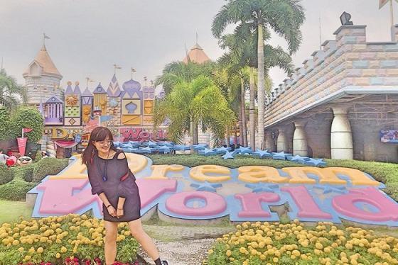 'Lúc đi hết mình lúc về hết buồn' tại công viên Dream World Bangkok