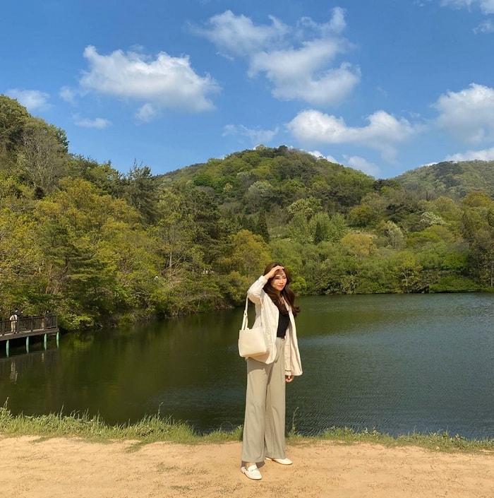 Marvel at the poetic beauty of Seryang Je Lake in Korea