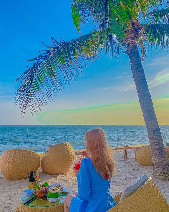 Chameleon Beach bar - quán bar view biển ở Phan Thiết 'chill quên sầu'