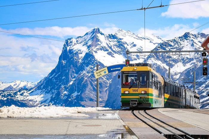 Tàu hỏa lên đỉnh Jungfraujoch - Làng Wengen