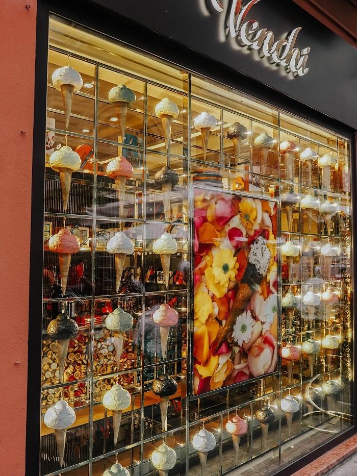 Một cửa hàng kem Ý ở Bologna - Du lịch Bologna