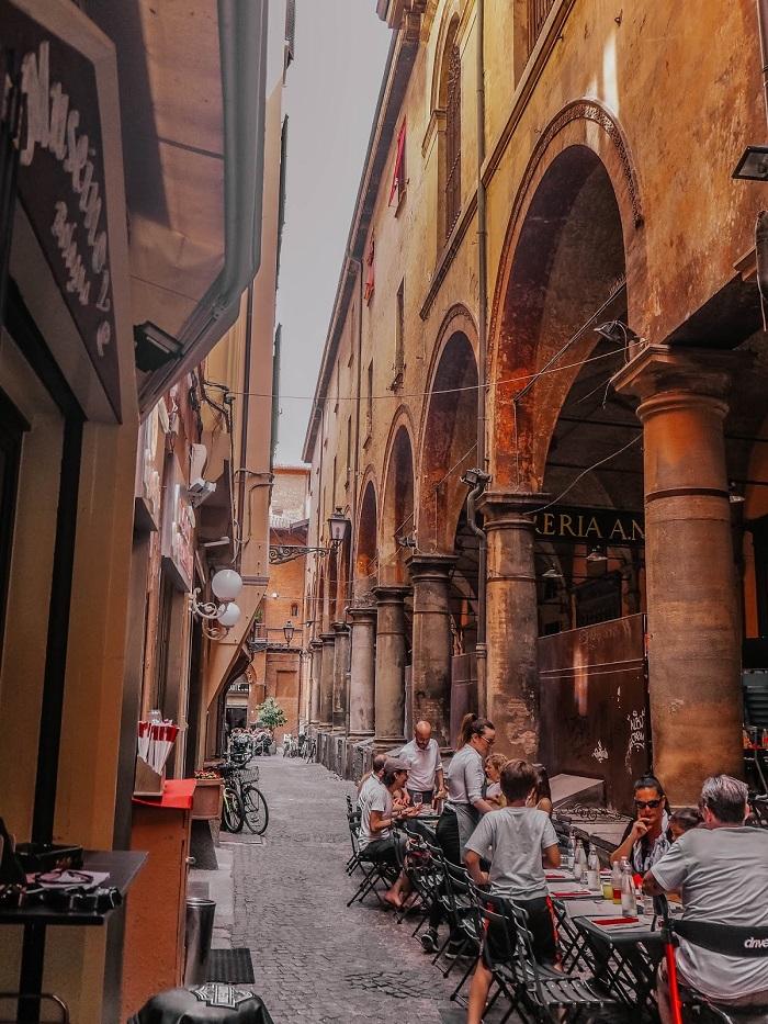 Những con phố với nét độcc đáo thời trung cổ - Du lịch Bologna