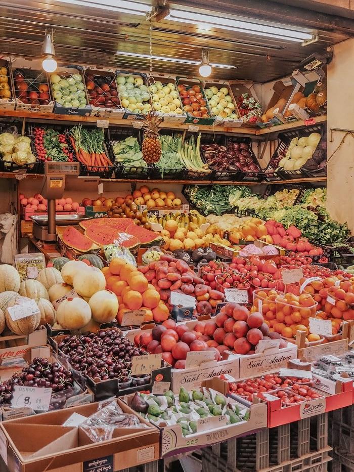 Một cửa hàng trái cây ở Bologna - Du lịch Bologna