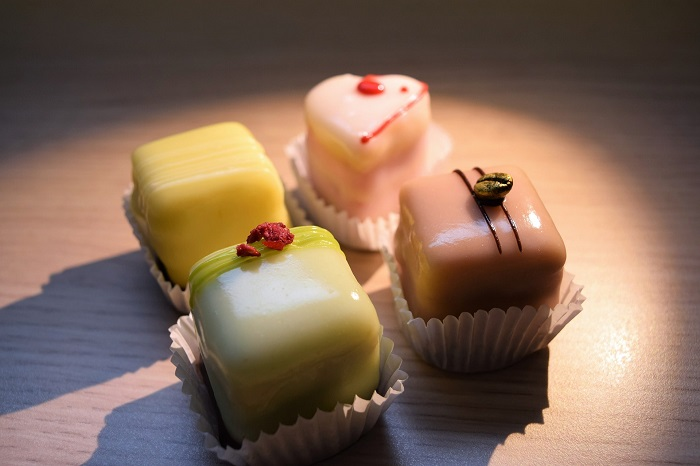 Petit Four - French desserts that will melt you in sweetness