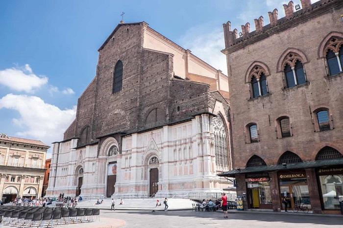 Piazza Maggiore, Bologna - Du lịch Bologna