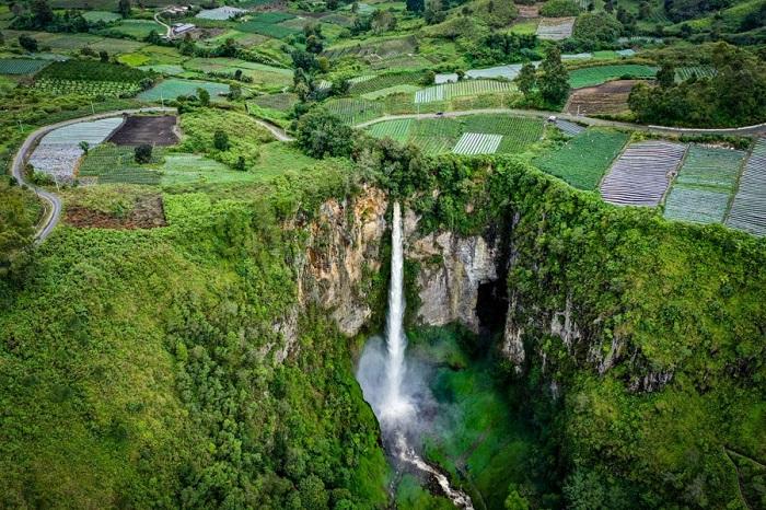 Thác Sipiso Piso là một trong những thác nổi tiếng nhất ở Sumatra - Đảo du lịch ở Indonesia