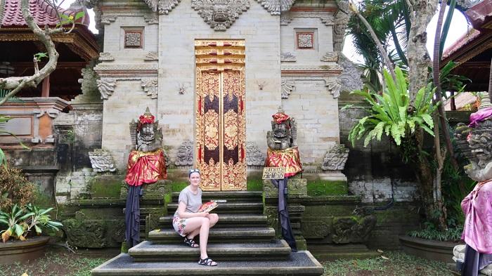 Tham quan cung điện Puri Saren Agung