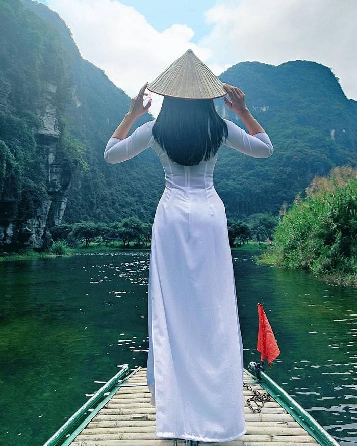 đi du lịch Ninh Bình nên mặc gì - áo dài