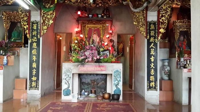 Ghenh Quyt Temple - attractions near Mount Dom Núi tourist area