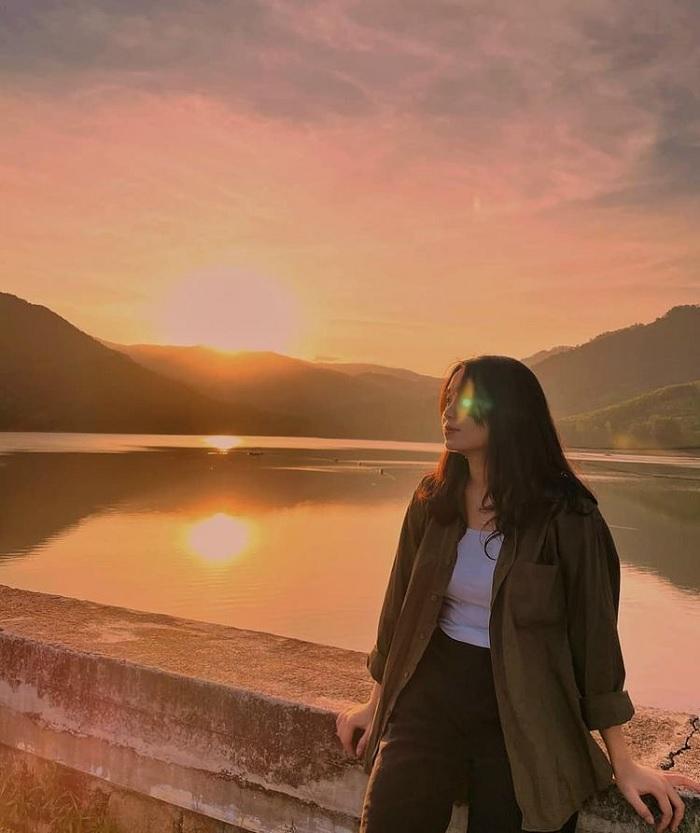 dawn - precious moment at My Binh lake hồ