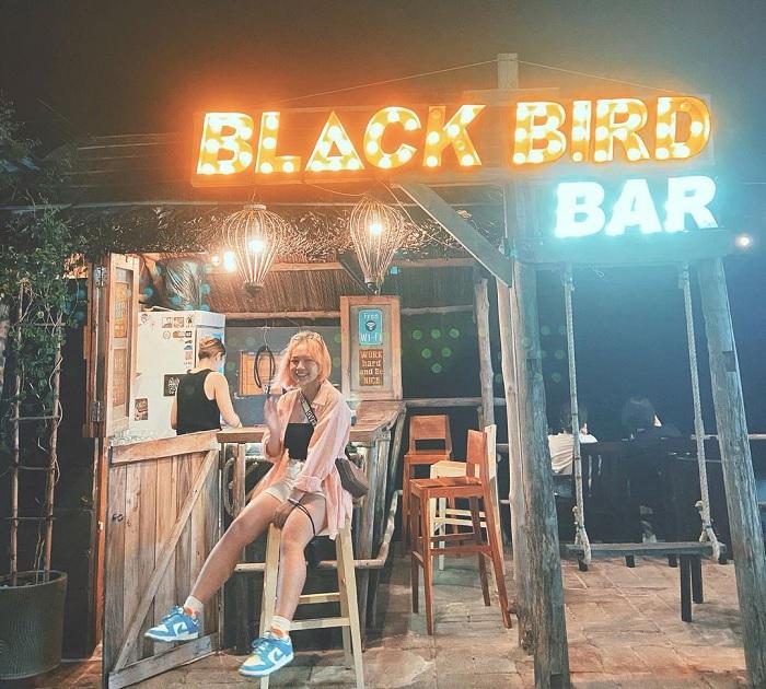 blackbird bar - quán bar view biển ở Phan Thiết 'chill quên sầu'