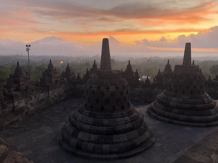 Đón bình minh ở Borobudur - Du lịch Yogyakarta - thủ đô văn hóa của Indonesia