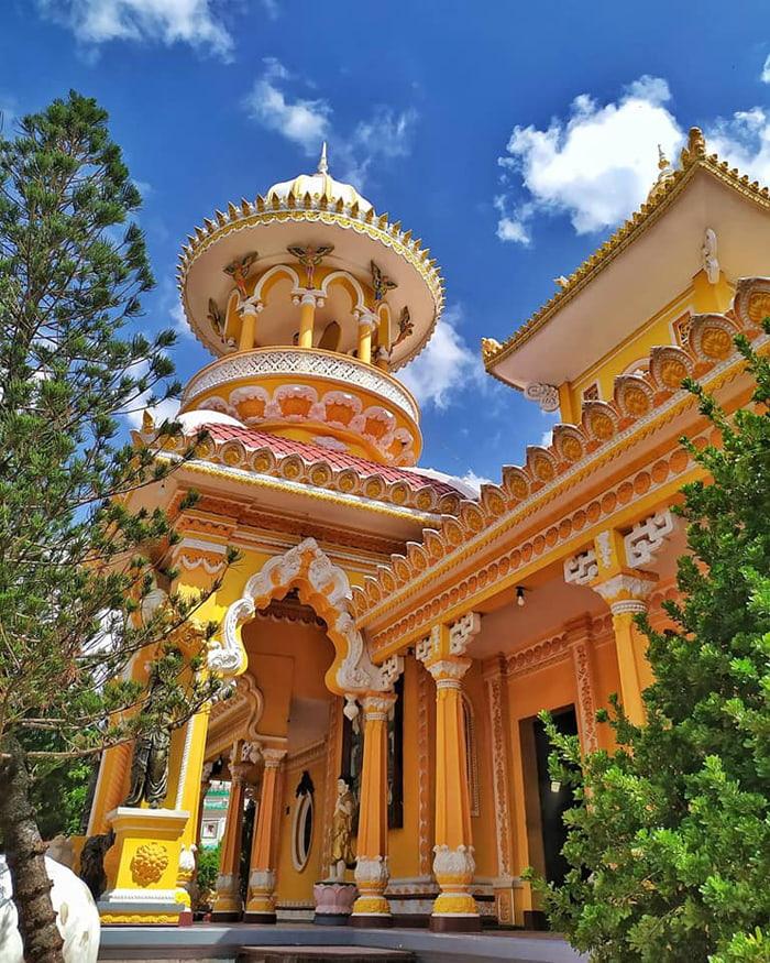 Visiting Xi'an Ancient Temple of Sam Mountain - Main Hall
