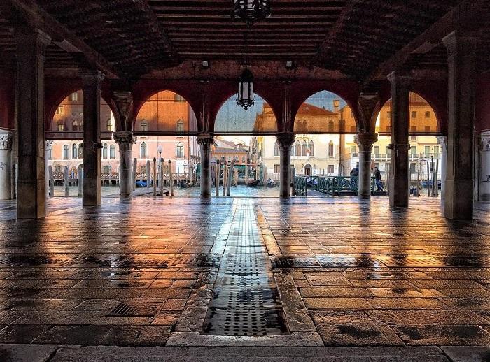 Trong một ngày không họp chợ cá - Chợ Rialto Venice