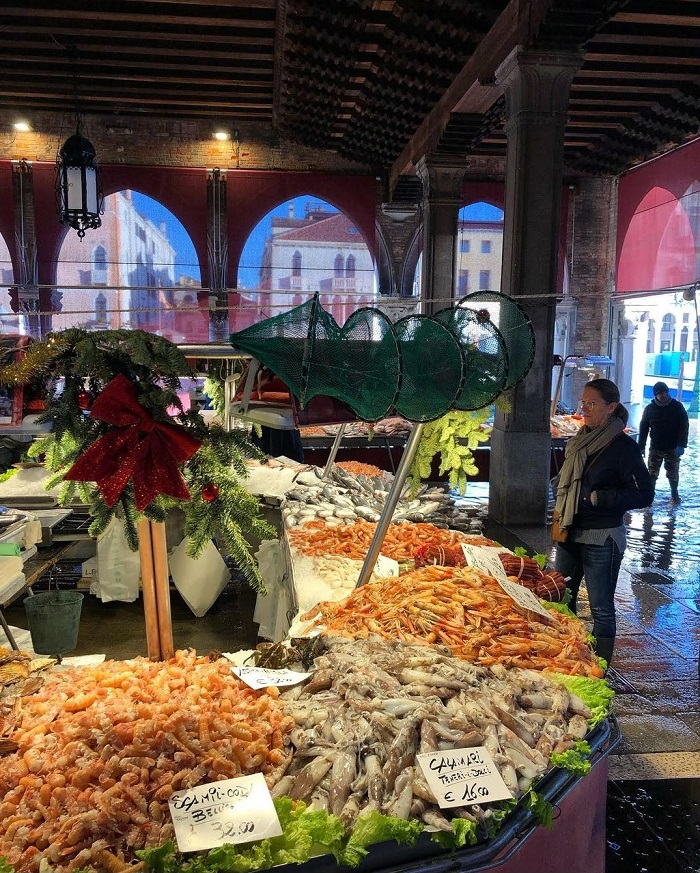 Khu chợ cá truyền thống đã có từ năm 1900 - Chợ Rialto Venice