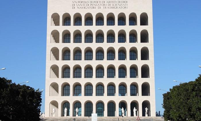 Tòa nhà Đấu trường La Mã hình vuông - địa điểm du lịch ít người biết ở Rome