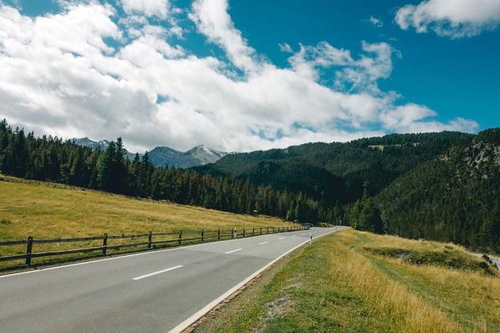 Đến Munt La Schela bạn sẽ phải đi xe buyt - Vườn quốc gia Thụy Sĩ