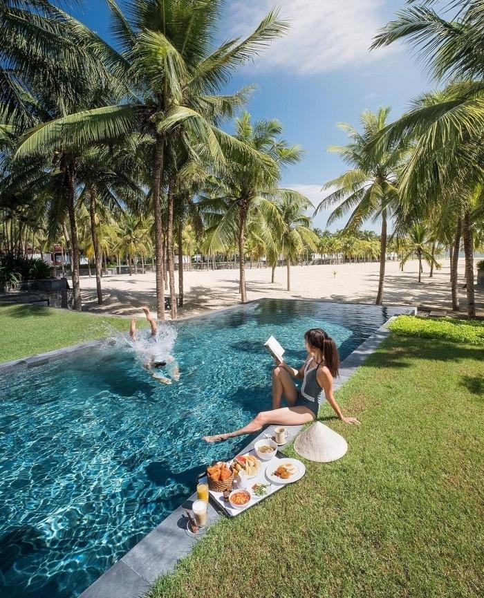 Chuẩn bị đồ bơi khi đi tắm biển, bơi lội -đi du lịch Đà Nẵng cần chuẩn bị những gì