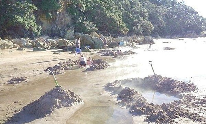 Which season is the best season for Con Dao tourism and where to go?  Hot spring beach - A tourist destination in Con Dao