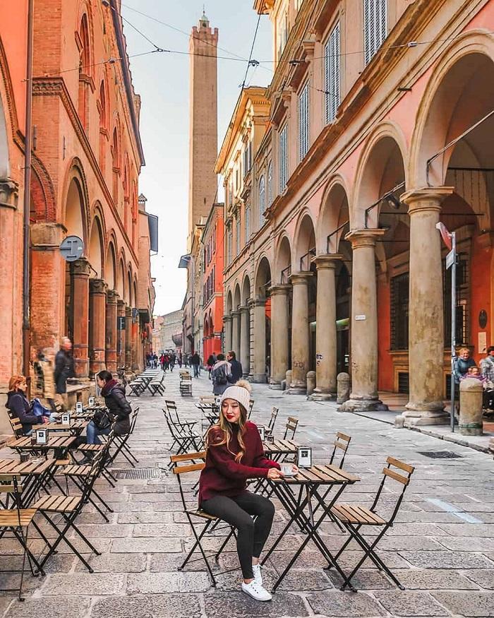 Thành phố thời trung cổ với kiến trúc màu đỏ Du lịch Bologna