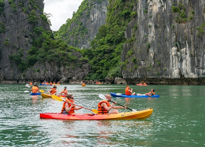 hang Sáng Tối Hạ Long- chèo thuyền kayak