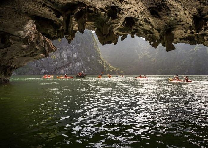 hang Sáng Tối Hạ Long- khối đá tuyệt đẹp