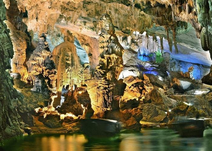 Hang Thiên Cảnh Sơn - tuyệt tác đến từ thiên nhiên tại Hạ Long