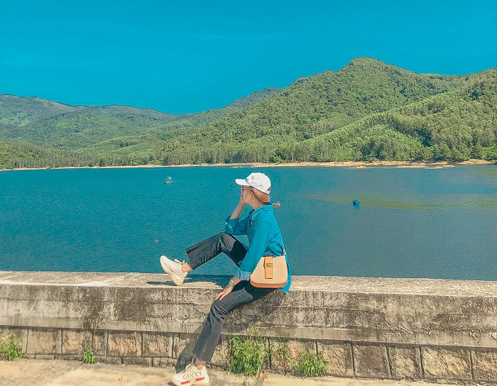 There is a beautiful My Binh lake like a muse in the heart of Binh Dinh