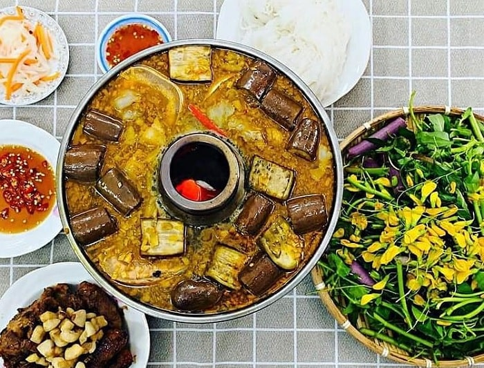 yellow-brown - the typical color of U Minh fish sauce hot pot
