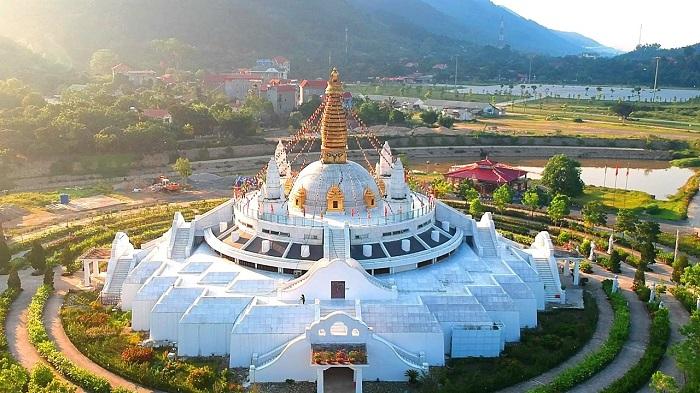 Đại Bảo tháp Mandala - điểm tham quan gần Thiền Viện Trúc Lâm Tây Thiên